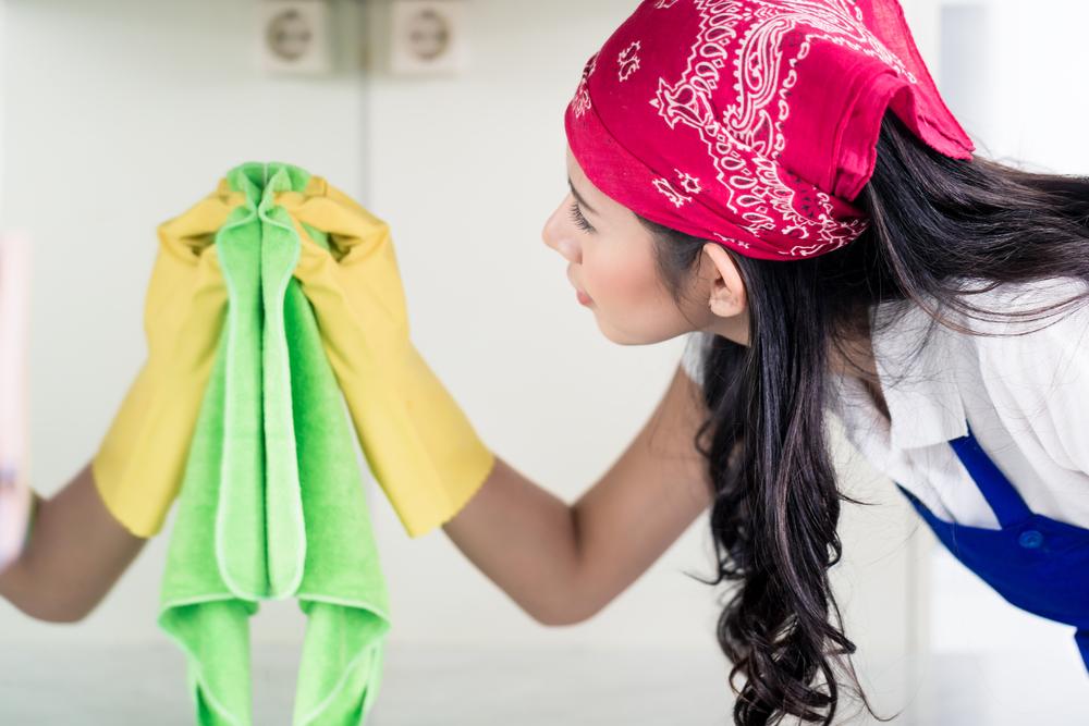 3 superbes astuces pour bien nettoyer le miroir de salle de bain
